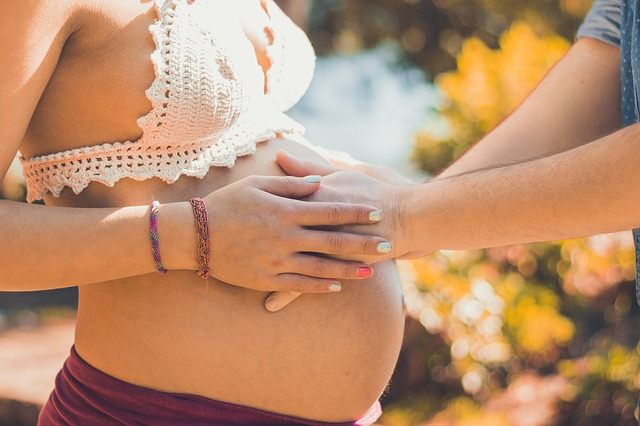 NIPT(新型出生前診断)を受ける妊婦さんの割合は?NIPTの課題も交えて解説